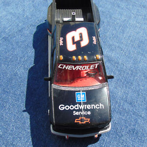 Brookfield 1994 Chevrolet Crew Cab Dale Earnhardt Diecast Truck 1:25 Goodwrench