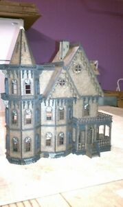 Leon Gothic Victorian Mansion Dollhouse Quarter / 1:48 scale Kit