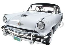 1952 LINCOLN CAPRI WHITE 1:18 DIECAST MODEL CAR BY ROAD SIGNATURE 92808