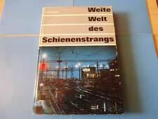 Weite Welt des Schienenstrangs von Grossen Bahnen,Kühnen Bauten,schnellen Zügen