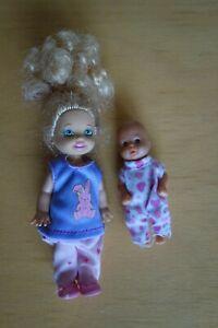 Original Barbie-Kind, Mattel 1994 im Simba-Outfit und zusätzlichem Baby
