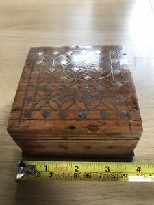 """Pretty Brass Inlaid Wooden Jewellery Box for Storage or Trinkets 4""""/10 cm square"""
