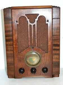 Atwater Kent model 725 Tombstone Radio, Beautiful Art Deco Wood Case, Powers On