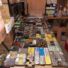Gros lot de composants ,potentiomètre , prises, quartz , condo , divers...