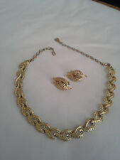 Vintage Coro Choker Necklace and Clip On Earrings Goldtone