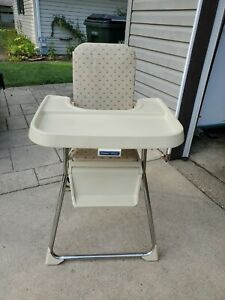 VINTAGE 1980's Beige Fisher Price High Chair Folds Up Adjustable Highchair Tray