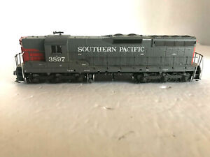 HO SCALE - ATHEARN BLUE BOX - SOUTHERN PACIFIC GP9 #3897