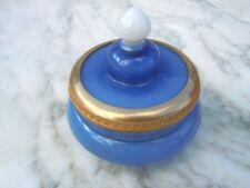 Boite à bijoux opaline bleu cerclée laiton ciselé