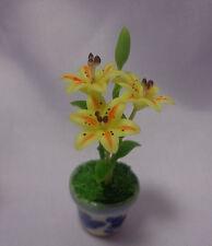1:12 scale lilly fleurs dans un pot de jardin (jaune)