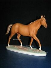 +# A015453_06 Goebel Archivmuster, D. Brindley Pferde, 32-366, Pferd auf Postam.