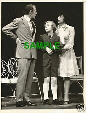 ORIGINAL 1972 PRESS PHOTO - ROBIN BAILEY AND GWEN WATFORD IN PLAY PARENTS DAY