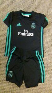 Real Madrid Away Football Shirt And Shorts 2017-2018 Small Boys 4-5 Years