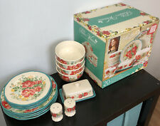 The Pioneer Woman Vintage Floral Ruffled  16-Pc Dinnerware For 4 w/ Hostess Set