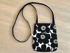 Handgefertigte Marimekko UNIKKO Schultertasche, kleine schwarze und weiße Crossb...