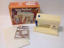 Vtg 1976 Mattel Sew Perfect machine + box - Machine à coudre jouet