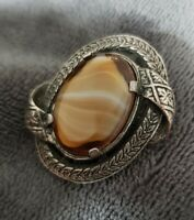 VINTAGE MIRACLE GLASS CARAMEL BANDED AGATE OVAL SCOTTISH PIN BROOCH