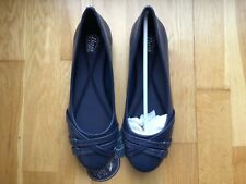Navy blue flat shoes - size 6 - New in box