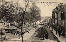 CPA  Fontenay-le-Comte(Vendée) - Les Rues Turgot et de la République (297954)