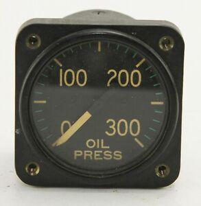 Oil pressure gauge reading 0-350 degrees (GC4)