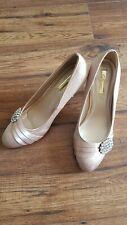 Glamour Damas Tacón Alto Rosa Satinado Court Shoe Con Detalle Diamante Talla UK7