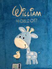 Babydecke bestickt mit Name und Datum blau mit Giraffe Kuscheldecke Bettdecke