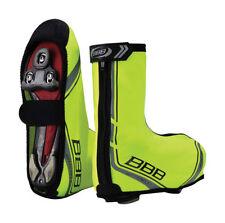 Zapatillas y cubrezapatillas de ciclismo amarillo