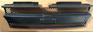 (1) NEW GM OEM Chevrolet 2002-2009 Trailblazer Grille Grill 89044659 10358148