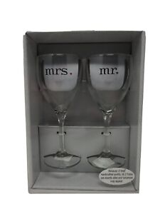 """""""Mr"""" and """"Mrs"""" Toasting Flutes Wine Glass (Set of 2)"""
