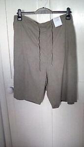 BNWT - green pull on short, linen blend, size UK 30/32, RRP £ 17.99