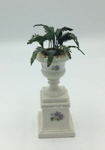 Dolls House Plant Pot On Stand