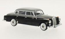WHITEBOX  Mercedes Benz 300d W189 schwarz-grau   1:43 208831