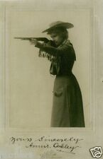 ANNIE OAKLEY (1860-1926) Signed Photograph - Show Entertainer - preprint