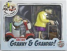 Oma und Opa Rennen Aufziehbar Racing Granny U. Grandad