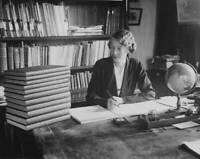 OLD PHOTO English Astronomer Ethel Bellamy At The Oxford University Observatory