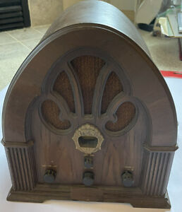 PHILCO Model R89 Wood Radio Receiver, Very Nice Look!