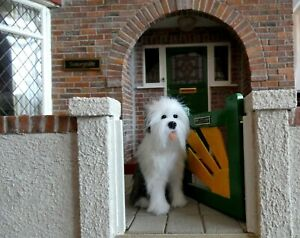 1:12th SCALE FURRED OLD ENGLISH SHEEPDOG SITTING WITH MOVEABLE HEAD