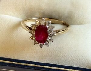 Beautiful Ladies Hallmarked Vintage 9ct Gold Red Topaz & Diamond Cluster Ring