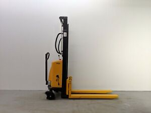 HOC EMS1016 SEMI ELECTRIC PALLET STACKER 1000 KG (2204 LBS) + 63 INCH CAPACITY