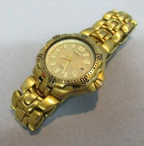 MENS CITIZEN ECO-DRIVE WATCH WR200 JAPAN MOVEMENT DAY DATE GOLD FINISH 7871-H102
