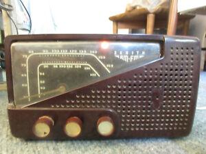 Zenith Vintage 7H822Z AM FM 1940s Bakelite Tube Radio Tabletop