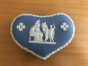 BEAUTIFUL VINTAGE WEDGWOOD BLUE JASPERWARE HEART SHAPED TRINKET BOX ENGLAND