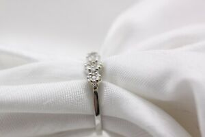 18ct White Gold Trilogy Cluster 0.25ct Size M 2g Ring - 0144057