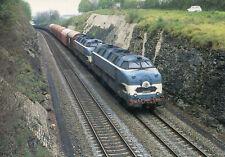 Train Marchandises Nantes vers Hourcade passe près de BUSSAC en avruil 1988