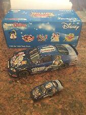 1:24 & 1/64 2006 Disney Twin Pack # 06 Nascar Buzz Lightyear Toy Story