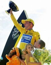 Lance Armstrong Tour de France 2005 Winner with Trophy 10x8 Photo