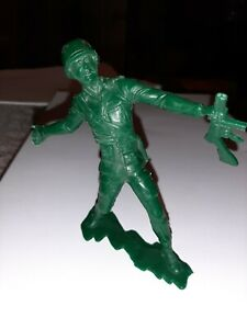 """Louis Marx Toy soldier 1971 Green 6"""" WW2 infantry American WWII NICE !!"""