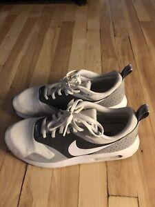 Nike Air Max Tavas Size.9