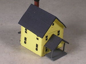 Z Scale 2 Story Yellow House with dormer front porch