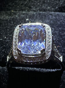 EMERALD CUT CREATED WHITE SAPPHIRE HIGH SET SOLITAIRE + Accents RING SIZE T1/2