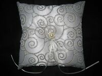 SILVER SATIN WEDDING RING CUSHION/PILLOW BEARER WITH BOW PEARL BOXED